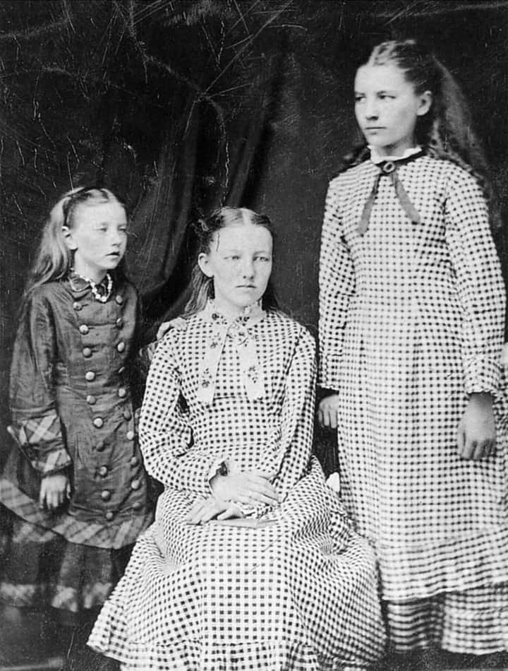 Carrie Mary and Laura Ingalls